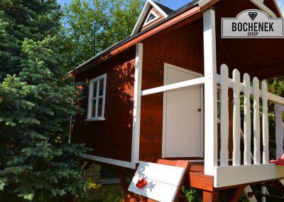 Domek drewniany w kolorach leśnych kup