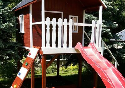 domek drewniany dla dzieci jachtowy biało brązowy